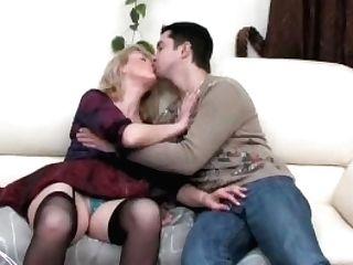Воспользовалась сыном в секс целях 25