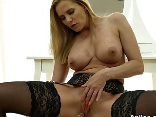 Lili Peterson In Matures Plaything Onanism - Anilos