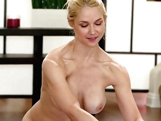 Totally Naked Lubricated Beauty Sarah Vandella Is Impatient To Work On Raw Slit