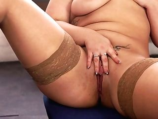 Voluptuous 29 Yo English Nymphomaniac Ashley Rider Is So Into Taunting Her Own Cunt
