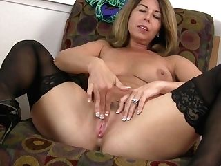 Yankee Cougar Niki Shares Her Bangable Poon With You