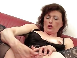 Ultra-kinky Housewife Playing With Her Moist Vulva