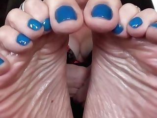 Blue Toes Mummy