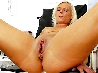 Gaped Vagina Of Hot Tempered Granny Simira Gets Spread With Probe