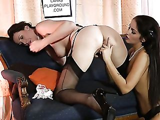 Awesome Hungarian Sapphic Loren Minardi Is So Into Eating Moist Cooter
