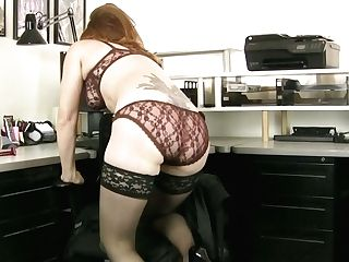 Crimson Haired Bookkeeper Amber Dawn Is Playing With Closeup Vulva